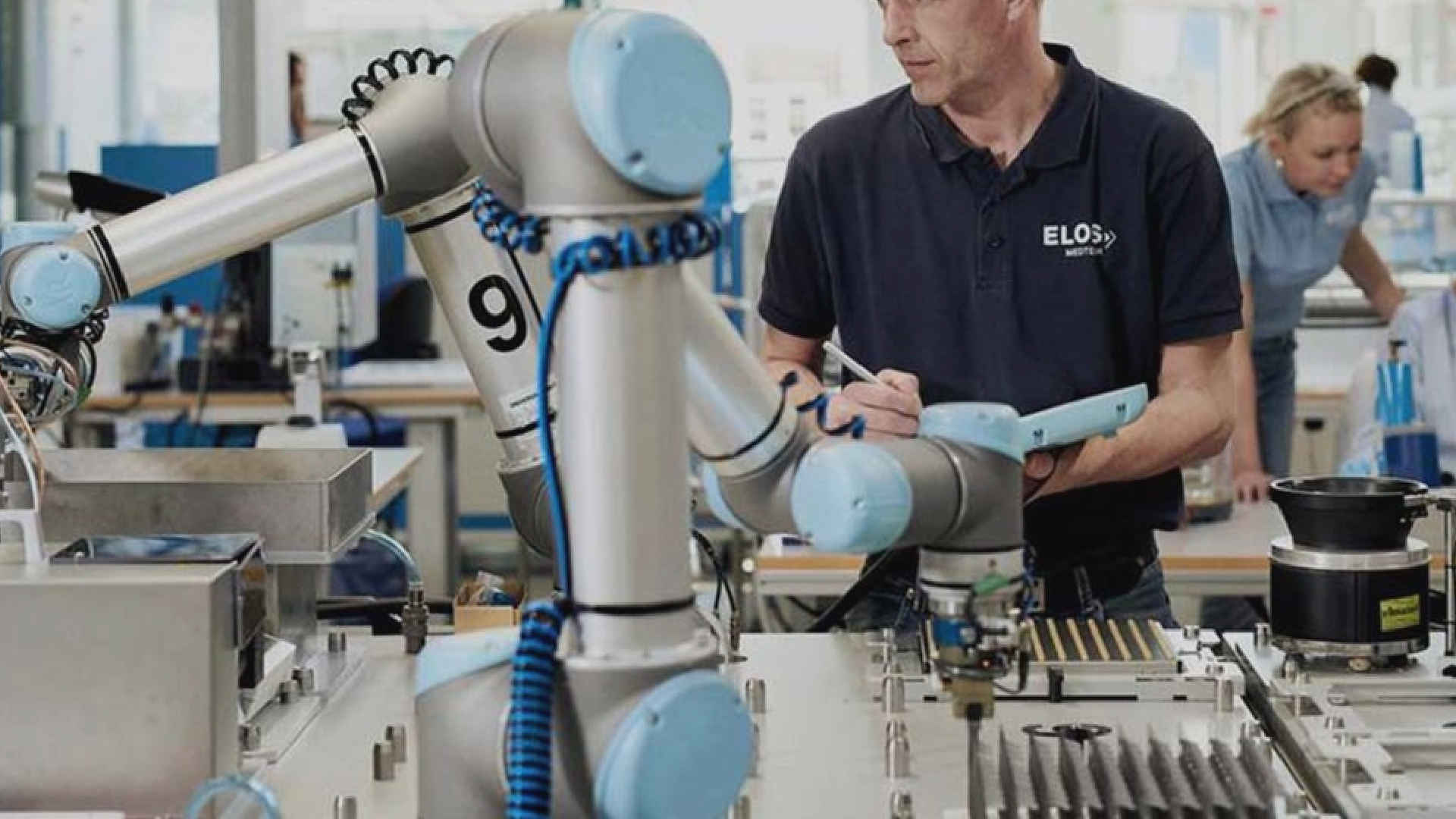 Universal Robots automates material handling tasks with ease.