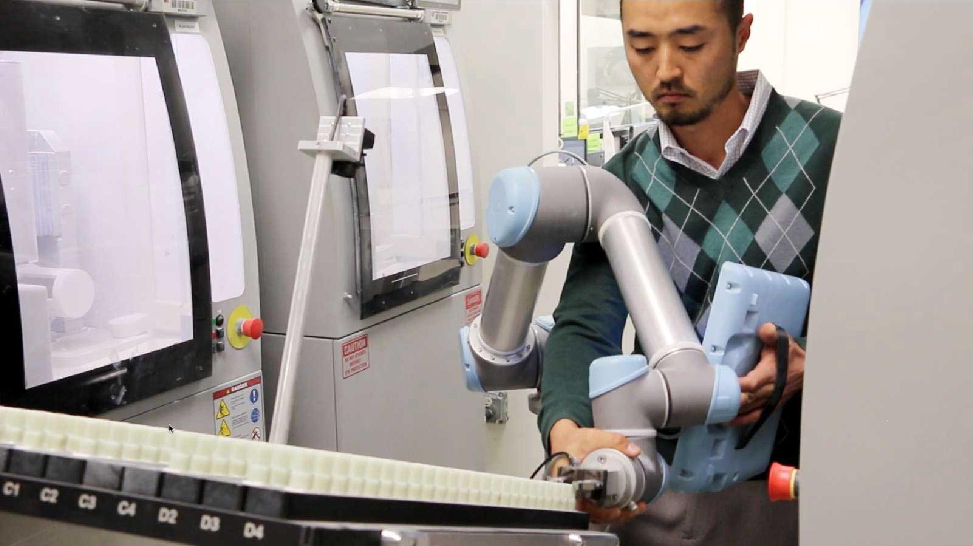 Universal Robots CNC machine tending with ActiNav bin picking solution